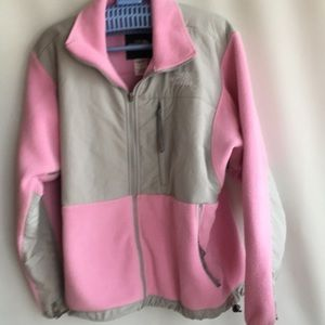 North Face woman's jacket size M offers welcomed